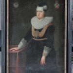 Eske Brocks ældste datter, Jytte Brock, blev i 1614 gift med Jørgen Skeel, som på daværende tidspunkt var ritmester for rostjenestens Aarhusfane. Ved skiftet efter Eske Brock i 1626 gik Gammel Estrup til Jytte Brock og Jørgen Skeel, som livet igennem udvidede deres godsbesiddelser. Da Jørgen Skeel døde i 1631 drev Jytte Brock godserne videre til sin egen død i 1640. Parrets velstand er på dette maleri udtrykt gennem Jytte Brocks tunge guldkæder. Maleri på Gammel Estrup. Foto: Ann Malmgren 2010.