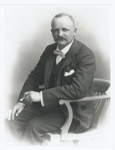 Arkitekten Hack Kampmann (1856-1920), som mellem 1898 og Første Verdenskrig flere gange vendte tilbage til Kalø og udførte tegninger til bygninger på Kalø. Foto: Wikimedia Commons.