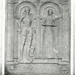 Middelalderen igennem var Vosborg et meget stort gods ejet af højaristokratiske familier, der ud over Bugge-slægten også talte slægterne Vendelbo, Podebusk og Gyldenstjerne. Jytte Podebusk og hendes mand, Knud Gyldenstjerne fik den nordlige arvelod, da Vosborg blev delt i 1551. Her ses det aristokratiske par i fornem renæssanceramme på deres gravsten, der står i Aarhus domkirke. Ukendt fotograf.