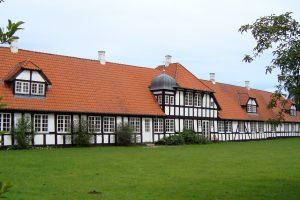 Familien Jenisch har også sat sit aftryk på den gamle hovedbygning på Kalø fra 1710. Det lille tårn ved siden af midterkvisten er tegnet af Hack Kampmann og sat på bygningen omkring 1910. Foto: Bent Olsen